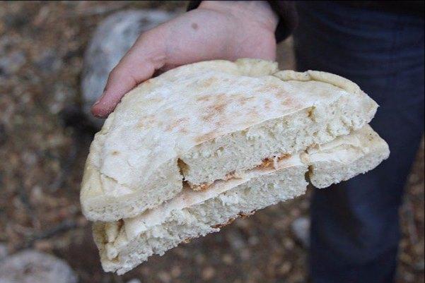 свежий хлеб в походе